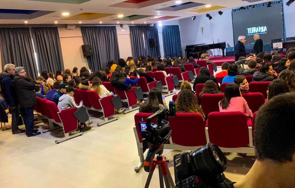 """Proiezione del docufilm """"Terra Mia - Non è un Paese per Santi"""" all'auditorium del Liceo Statale """"Guido Capialbi"""" di Vibo Valentia."""