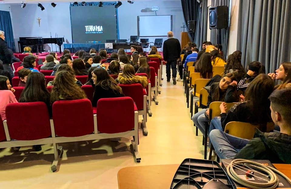 """Proiezione del docufilm """"Terra Mia - Non è un Paese per Santi"""" all'auditorium del Liceo Statale """"Guido Capialbi"""" di Vibo Valentia"""